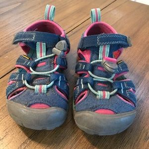 Little kid keens toddler size 8